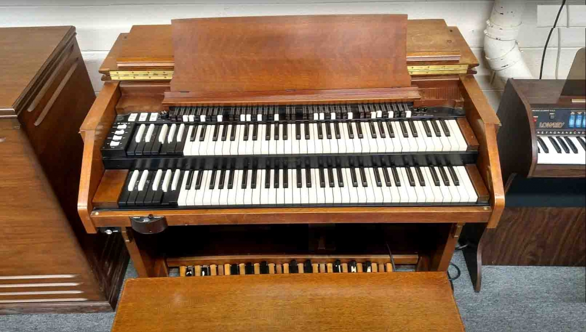 used hammond c3 organ with leslie pre owned organs for sale in michigan buys used organs at. Black Bedroom Furniture Sets. Home Design Ideas
