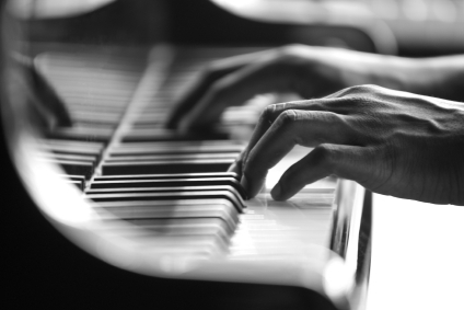 How To Structure Your Piano Practice in 7 Easy Steps - Blog and News updates from Evola Music - ST_piano-player